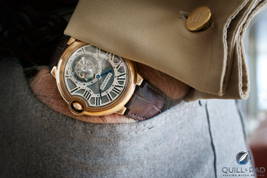 Replicas Relojes Cartier Ballon Bleu Tourbillon en la muñeca